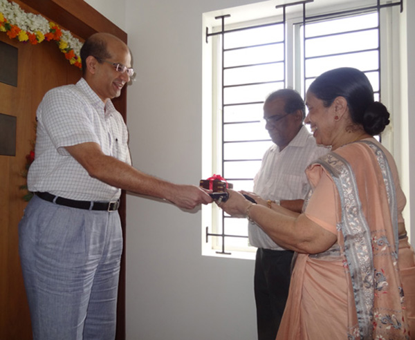 Keys being handed over to Ms Anjali Santhakumar of apartment no.C 14