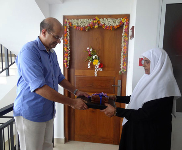 Keys being handed over to Mrs. Amina, apartment B 6