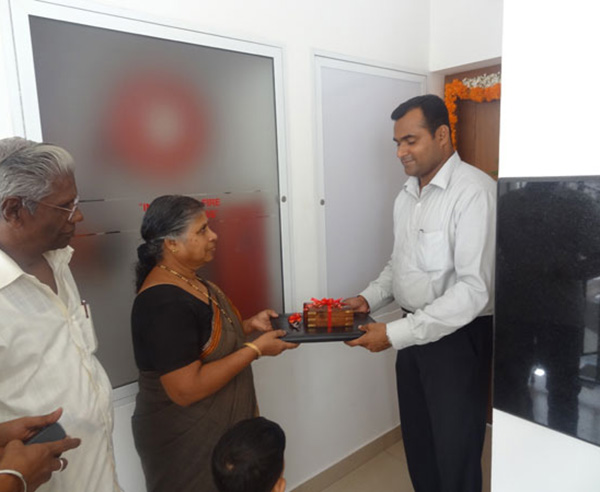 Keys being handed over to Mrs. Shashikala (member Malabar Devasom Board)  of apartment no C 2