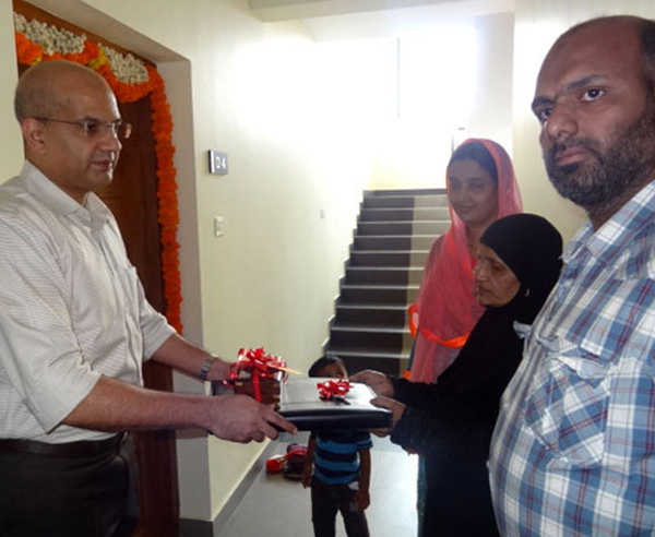 Crescent Iris has been completed before schedule & the keys of apartment D 4 being handed over to Ms.Fathima & family by our Managing Partner Haseeb Ahamed