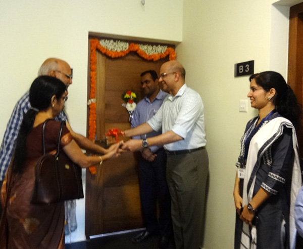 Crescent Iris has been completed before schedule & the keys of apartment A 3 being handed over to Mr.Narayanan & family by our Managing Partner Haseeb Ahamed.